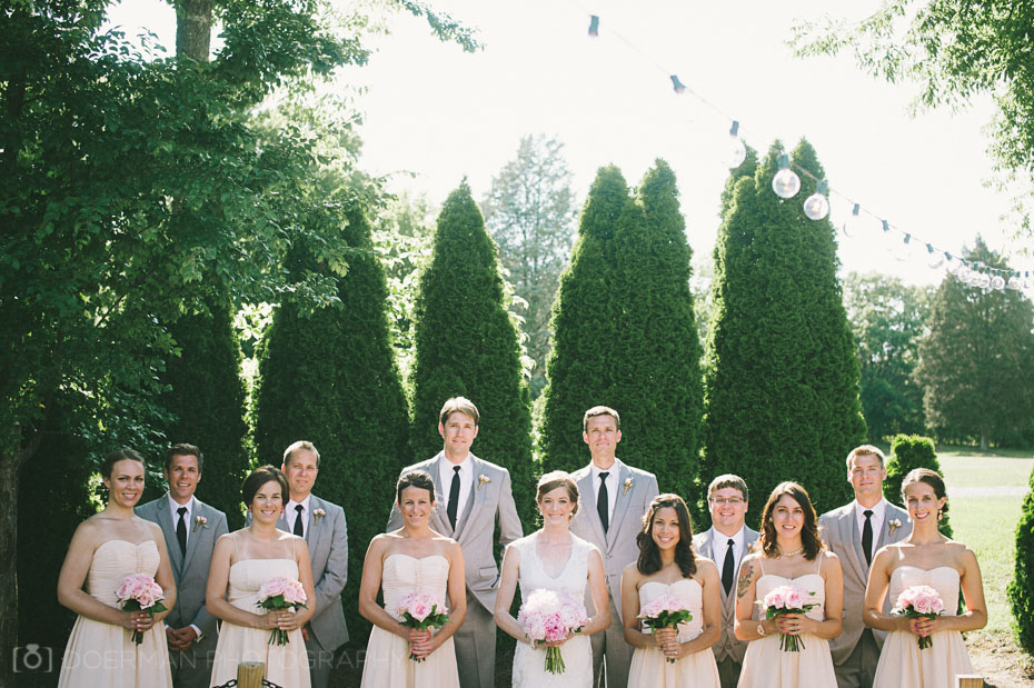 Bridal party at the Loveless Barn for a wedding