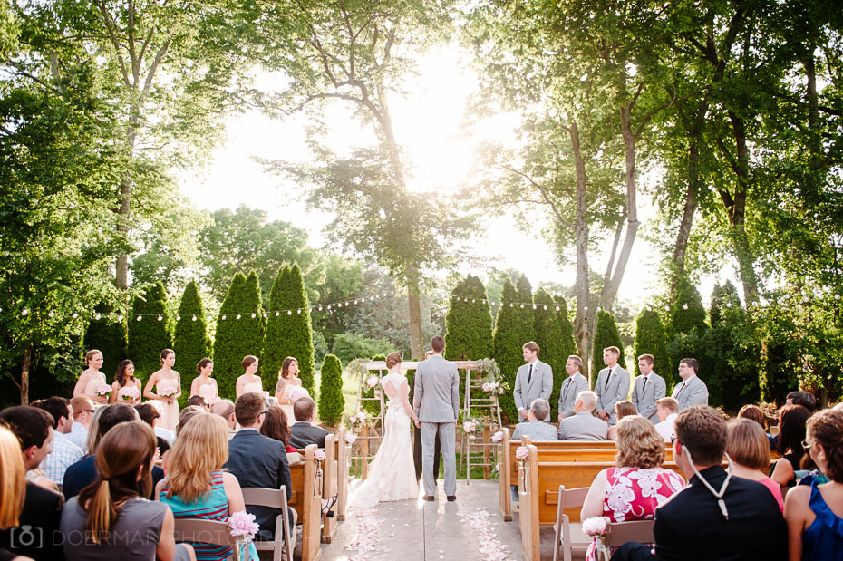 Wedding ceremonies at the Loveless Barn