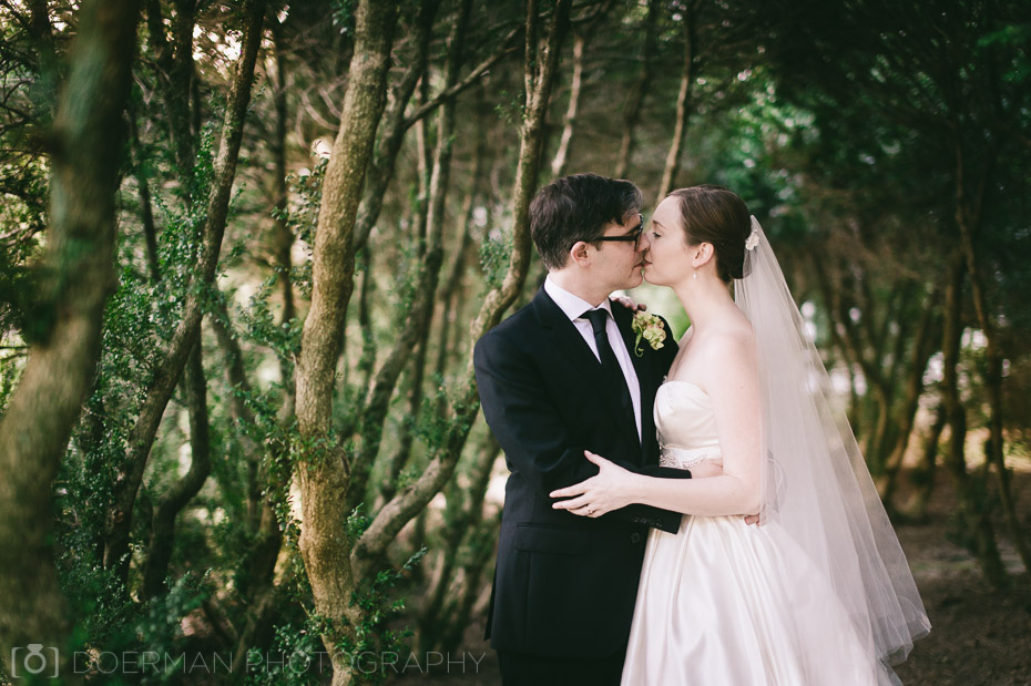 kissing-under-trees