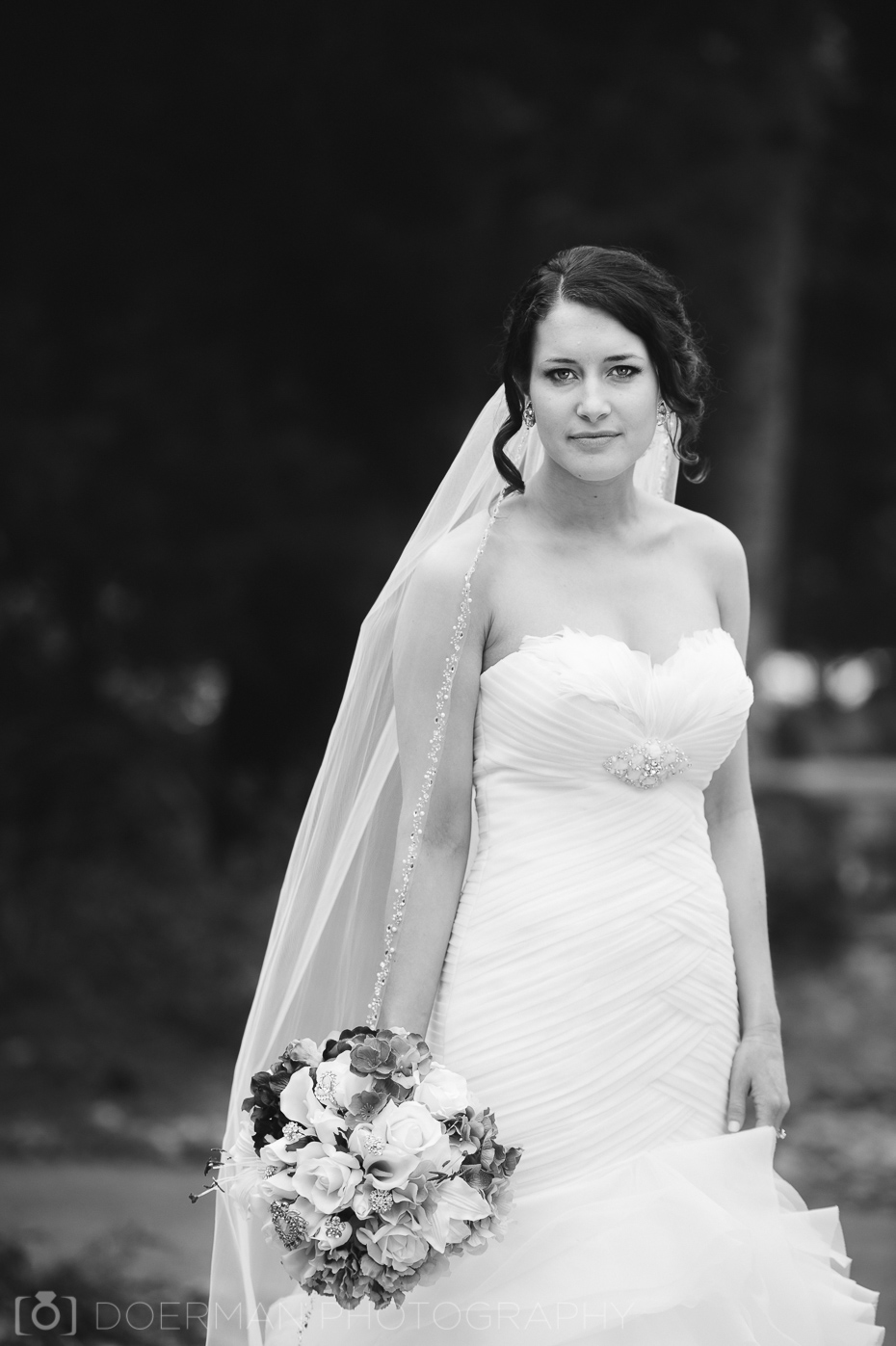 bridal portrait black and white