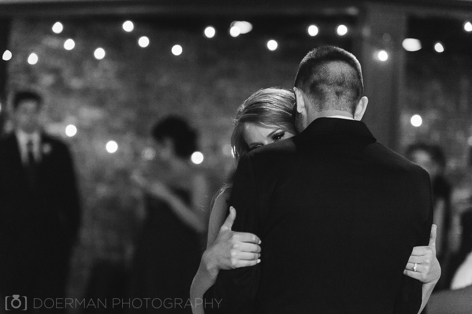 bride and groom first dance-black-and-white
