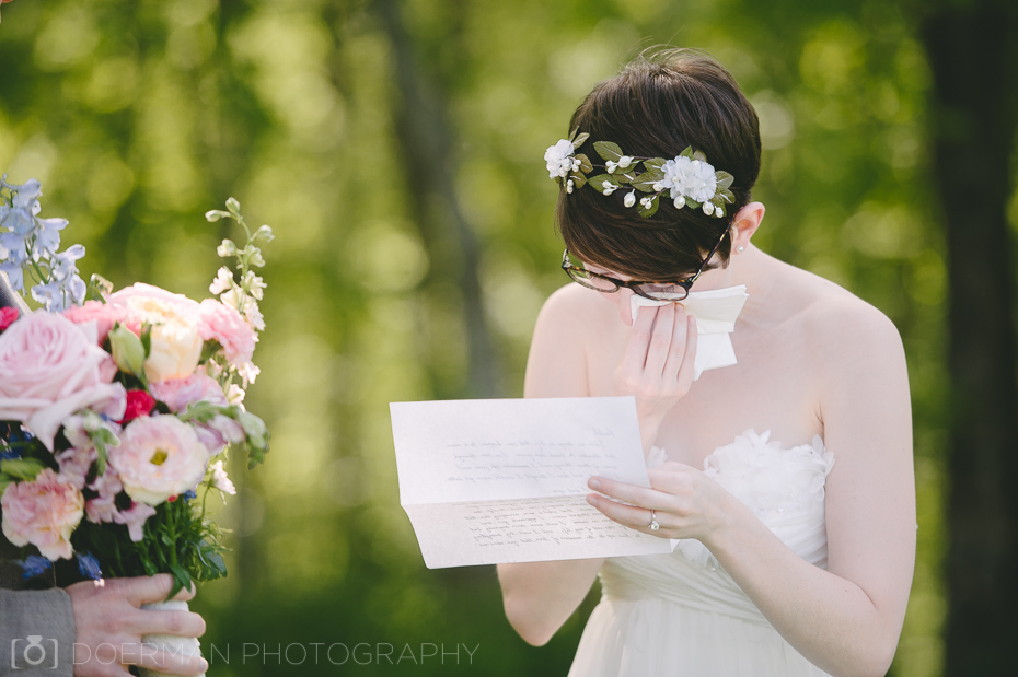 bride-reading-groom-note