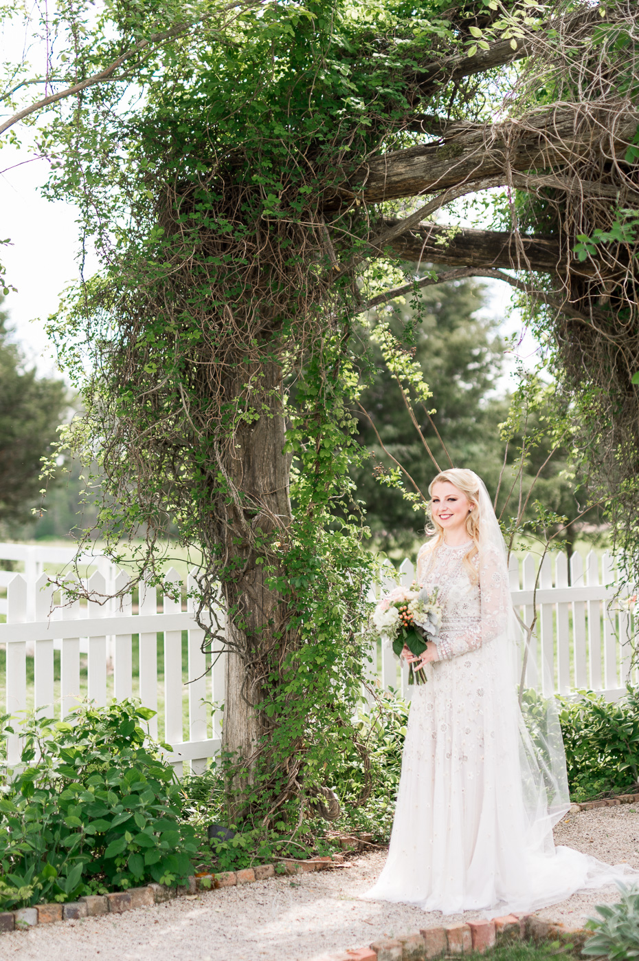 carnton plantation bride at arbor